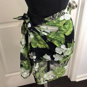 NWOT Multipurpose Floral  sarong/wrap